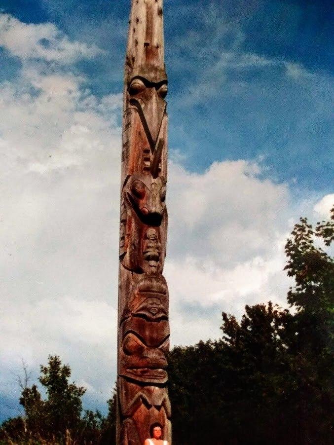 Totempaal, Vancouver, British Columbia, cirkel van vrouwen Sabine Obermayr - Adamzek